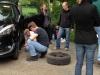 Reifenplatzer auf der Landstraße